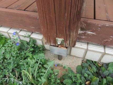 ウッドデッキの飾り柱の補強