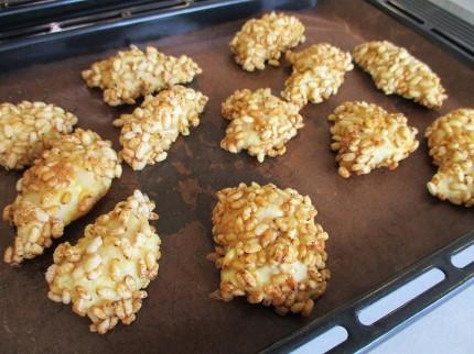 玄米のポン菓子のようなものを使用したチキンカツ