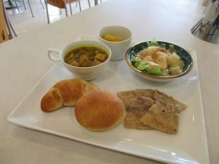 ポークソテーや麩のカレースープ