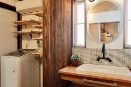 温かい雰囲気の洗面所