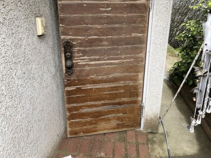 木製玄関ドアケレン前