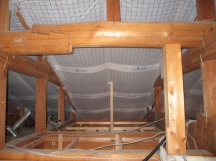 屋根下地にセルロースファイバー充填