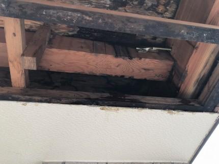 バルコニー内部水漏れ状況