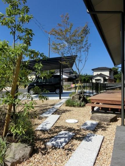 新築の平屋の前庭③