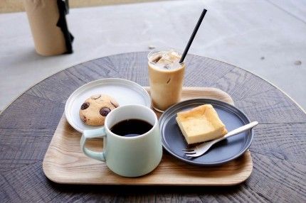コーヒーとチーズケーキやクッキー