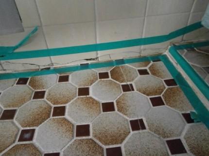 浴室床 4