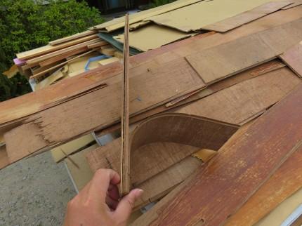 湿気・劣化により合板の接着剤効果が無くなったフローリング