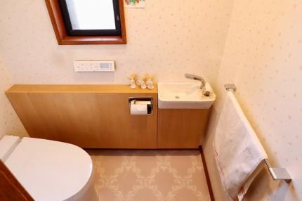 おしゃれな感じの手洗器が別々なLIXILのサティスS