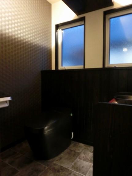 黒し便器のトイレ