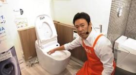 トイレの説明をするまかせんしゃい井上