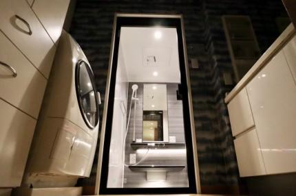 ⑥洗面所から見た浴室