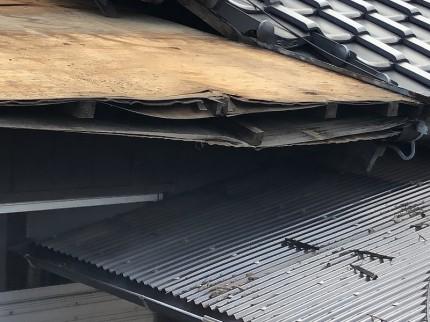 傷傷みがひどい為修繕する前の屋根